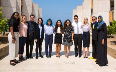 High school scholars immerse themselves in science at Salk
